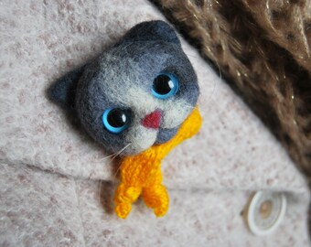 Kitten 3D brooch/Needle felted Wool brooch/Cat Brooch Jewelry/Kitten with scarf/Cute kitten gift/Miniature animal/Gift for girl/Felt animals