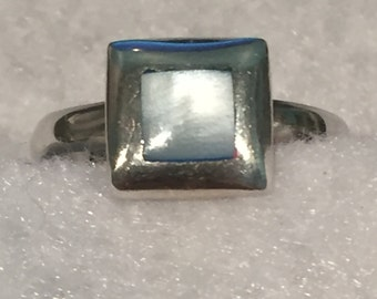 Mother of Pearl Ring - Sterling - CA 1980's - size 8.5 - Item R155