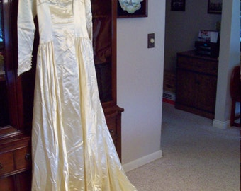 Vintage 1950's Ivory Satin Wedding Gown - Winter Wedding Gown - Vintage Satin Bridal Gow -  Ivory Formal Wedding Gown - Bridal Gown