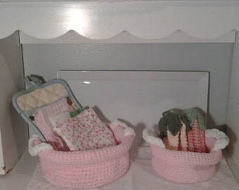 Decorative baskets with handle