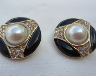 Les Bernard Vintage Pair of Black, Pearls and Gold Costume Jewelry Clip-On Earrings Hallmarked