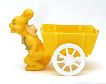 Vintage Easter Plastic Blow Mold Bunny Rabbit Pulling A Wagon/Cart Excellent Condtion