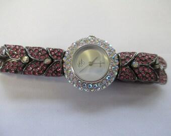 Montre Vintage Dame «Suzanne Somers» Lamé visage blanc et bande rose et noir avec fermeture à pression utilisé montre