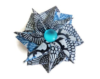 Fleur placed on a small Origami brooch silver