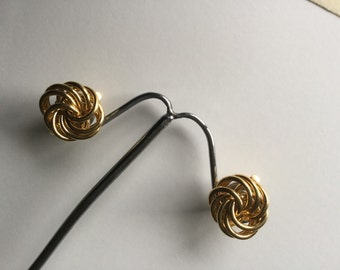 Vintage Trifari Gold Tone entwined Circles Clip On Earrings 1960