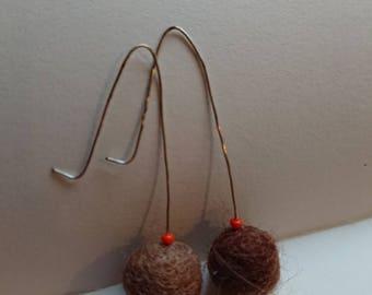 Orange and brown felt earrings. Felt ball earrings. Retro inspired handmade earrings. Felt jewelry. Silver drop earrings. Handmade silver.