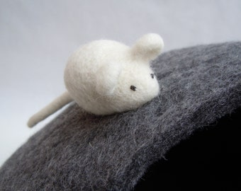 Cat toy Mouse. Handfelted kitten toy Mouse