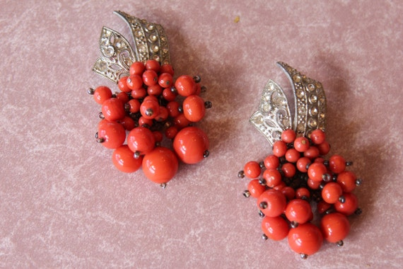 Unsigned Haskell Coral Bead Dress Clip set