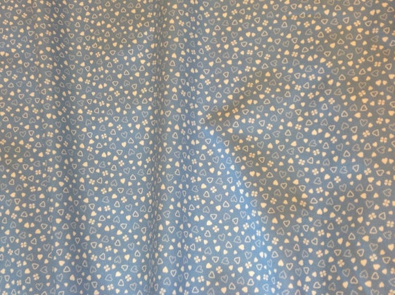 High quality cotton poplin, hearts and clover on lavender blue