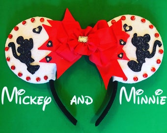 Kissing Mickey and Minnie Ears