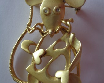 Cute Unsigned Vintage Goldtone Large Outlined Mouse with Cheese Brooch/Pin