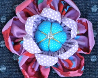 Fabric Flower Pin Brooch Pattern PDF Pattern Tutorial Kanzashi Flowers Headbands Hair Clip Bouquet Embellishments Kaffe Fassett La Todera