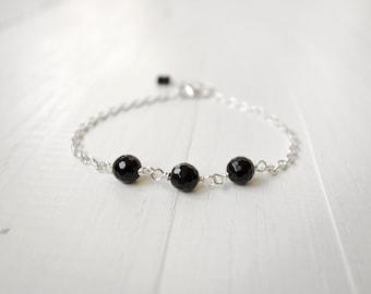 Minimalist chain bracelet black onyx bracelet small stones bracelet for women