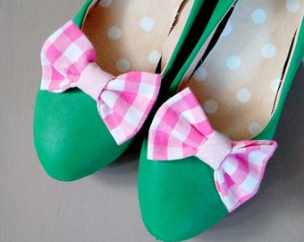 shoes clips bows pink checkered