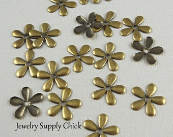 Brass ox 5 petal daisy flower (x12)