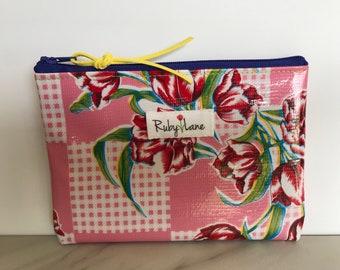 Mini Oilcloth pouch / Mini pouch / Zipper pouch / Gift idea for her / Red tulip /