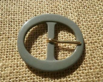 Plastic gray oval belt buckle, size 50 x 46 mm