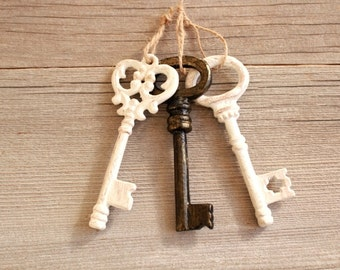 Shabby Chic Wedding Decorations . Skeleton Key to my heart . wedding keys favors . large key