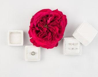 Velvet ring box - Vintage ring box - Wedding - Gift - White