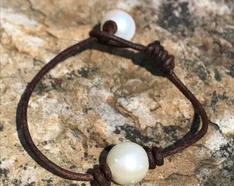 Single pearl and leather bracelet, single pearl bracelet, freshwater pearl and leather bracelet