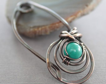 Copper shawl pin or scarf pin in a woven round design and turquoise stone - Turquoise pin - Beaded pin - Fibula - Cardigan clasp - SP058