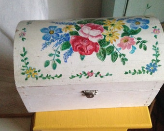 handpainted box with roses