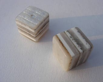 Pearl resin marbled cube Nougat size 20 x 20 mm