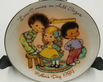 Mother's Day Plate 1984 - Love Comes in All Sizes