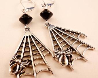 Spider Earrings Halloween Earrings Halloween Jewelry Silver Earrings Silver Jewelry Spider Jewelry Beaded Jewelry Spiderweb Beaded Earrings