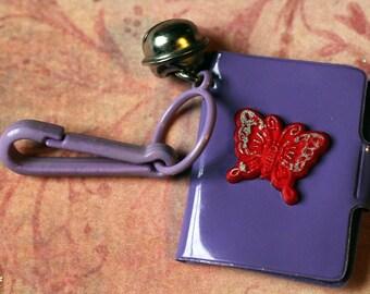 Vintage Bell-Charme lila Notebook Journalordner - Charm-Armband - Kette - Retro Schlüsselanhänger-Clip - Reißverschluss ziehen - Kitsch Kawaii Mini 80er Jahre
