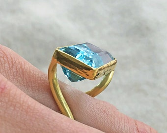 PHILIPPE SPENCER 17.9 ct Aquamarine with Hand-Forged 20K Gold Ring & 22K Gold Bezel