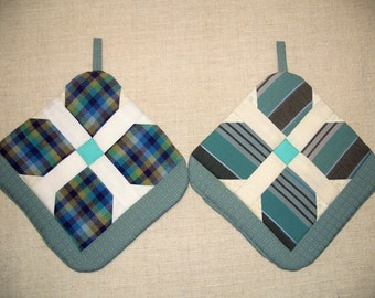 Aqua Pinwheel Pot Holders, Set of 2, Insulated Potholders, Aqua Potholders, Quilted Trivets, Hot Pads, For the Kitchen, For the Chef