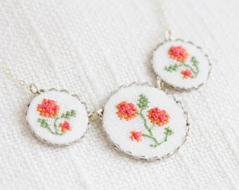 Embroidered floral necklace - Roses necklace - garden party jewelry - n017