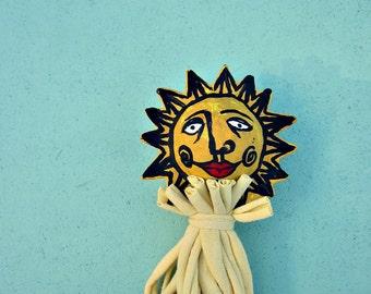 Paper Mache Sun Stick Puppet Decor Accent Toy: Frère Soleil