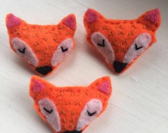 Felt fox brooch