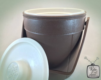 Ice Bucket Brown White Vintage 70s Seventies Retro Rubbermaid Plastic beverage poolside picnic patio barware icebucket insulated cooler camp