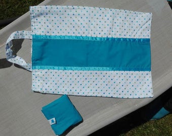 Foldable shopping bag with blue and green dots