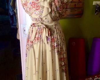 Vintage womens 1970's floral sheer boho/hippie dress. Size M