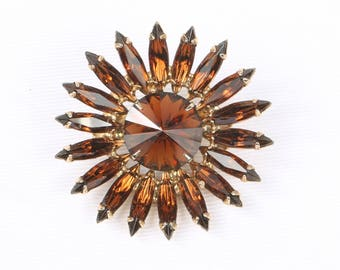 "1950's Long Thin Topaz Navettes w Rivoli Center in Gold Tone Metal, Round Brooch, Excellent Cond., 1-13/16"" Diameter, Roll Over Clasp"