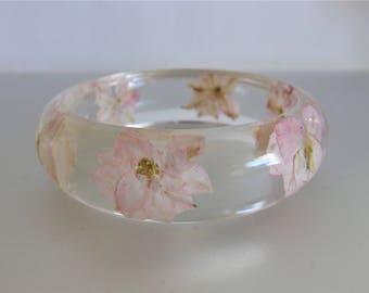 Vintage 1960's Clear Lucite Pink Embedded Flower Bangle Bracelet