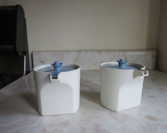 Tupperware Creamer with Blue Servalier Lid