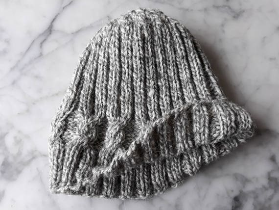 Cable knit beanie: handknit hat in pure wool. Grey cable beanie. Gray knit beanie. Aran knit hat. Men's beanie. Women's hat. Made in Ireland