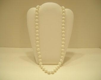 "Vintage 22"" Single Strand White Plastic Beaded Necklace (1621)"