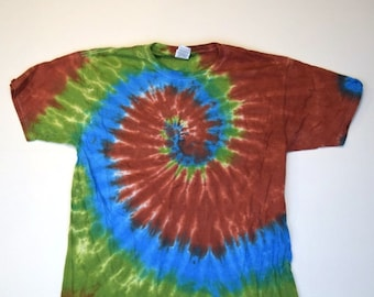 River Picnic Spiral Tie Dye T-Shirt  (Fruit of the Loom Heavy Cotton HD Size L) (One of a Kind)