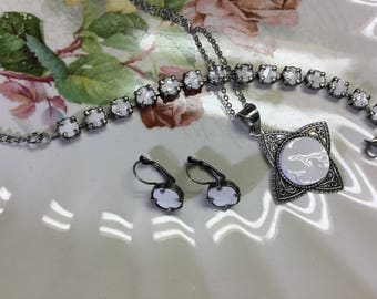 Broken china jewelry set