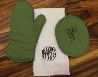 Monogrammed Pot Holder & Kitchen Towel Set