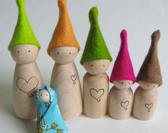 Waldorf Spielzeug - winzige Holz Waldorf Elf von FeeVertelaine