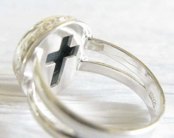 Pet ashes memorial Miracle ring.  Sterling silver & glass cremation cabochon. Cross on bezel.  Heirloom handmade jewelry. Cremain ashes.