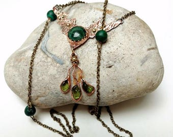 Long chain necklace, green stone copper necklace, opera length necklace, peridot pendant, malachite copper, green agate, sautoir necklace