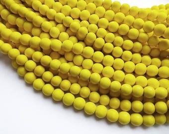Perles rondes en bois naturel teint jaune 10mm - 40 unités